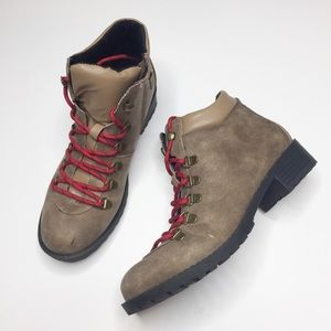 Diba hiking boot low ankle bootie style size 8